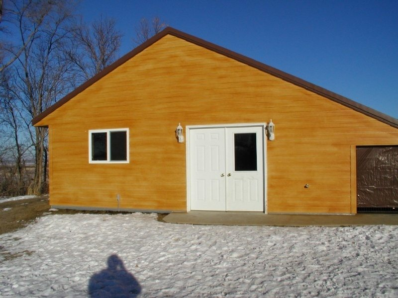 Side view of dog kennel in Minnesota